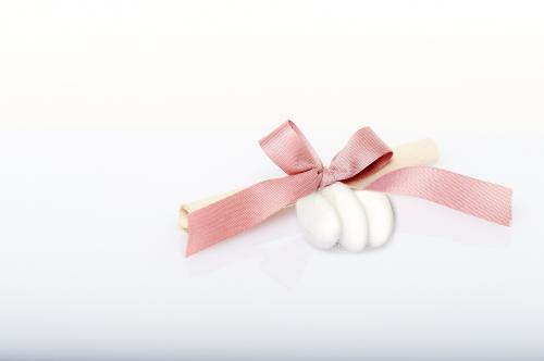 Immagine Pergamena fiocco rosa e confetti
