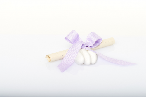 Immagine Pergamena fiocco lilla e confetti